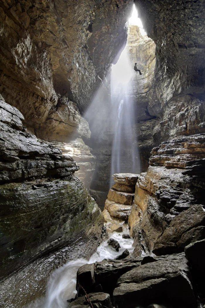Stephens-Gap-Cave-Pit-entrance-Stephens-Gap-Callahan-Cave-Preserve-Jackson-County-Alabama - ryuklemobi