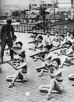 Japon kızların atış eğitim